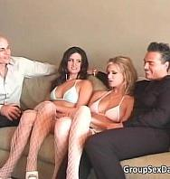 Ver Foursome Group Sex With Two Hot Sweet (360p) (Inglés) [flash] online (descargar) gratis.