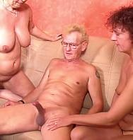 VerGerman Gilf Seduce Mature Step Sister To Threesome Sex With Old Husband (Inglés) [flash] online (descargar) gratis.